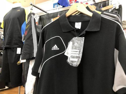 シャツのアディダス(adidas)