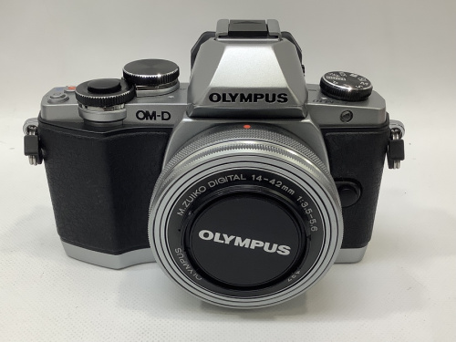 デジタルカメラのミラーレス一眼カメラ