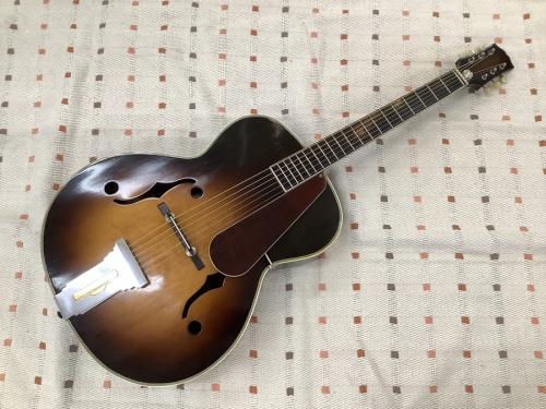 ギターのフルアコースティックギター