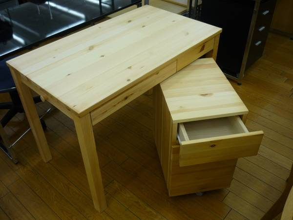 無印良品のパイン材折りたたみテーブルを作業用にもう1つ購入。今度はハイタイプです。