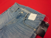 レディースファッションのデニムパンツ