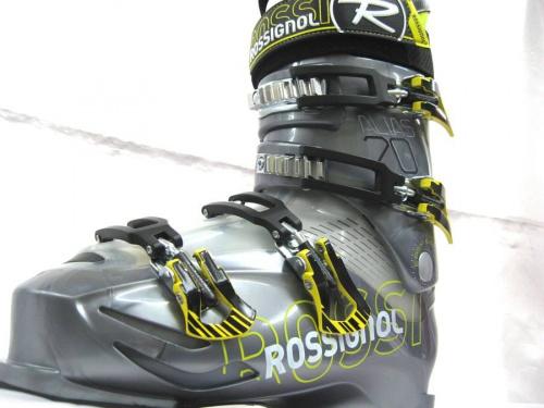 シーズンスポーツのスキー