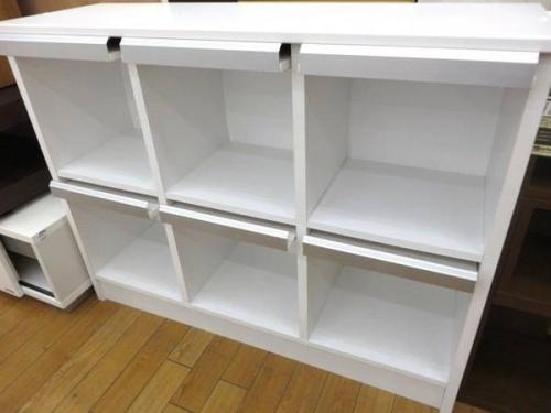 本棚のキャビネット