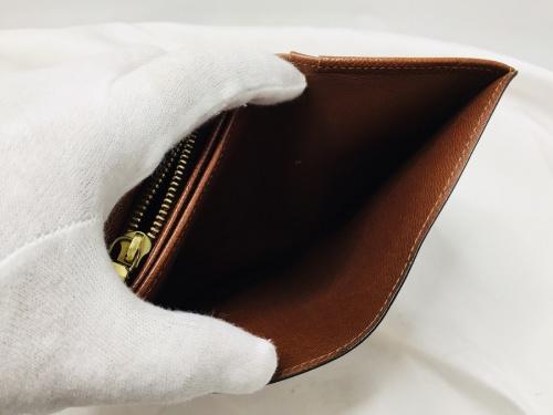 モノグラムの財布