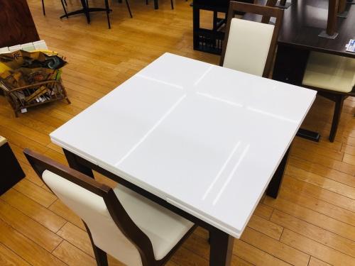 家具のエクステンションテーブル