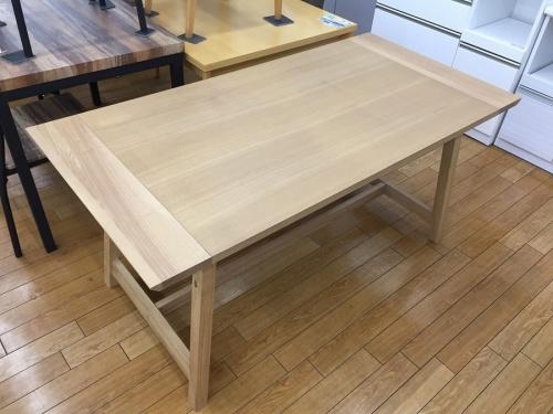 バルスのダイニングテーブル