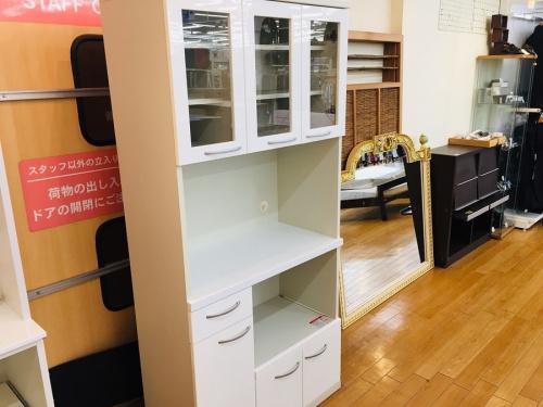 キッチン収納の3枚扉レンジボード