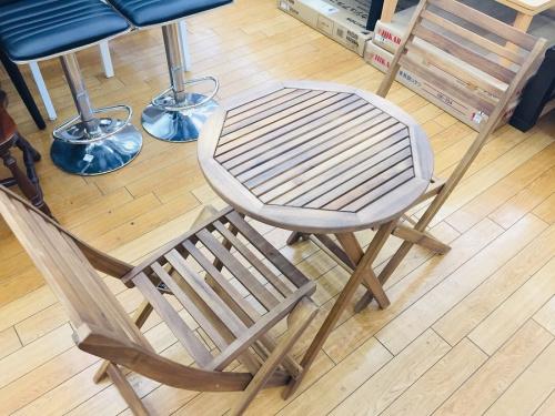 ガーデンファニチャーのガーデニングテーブル3点セット