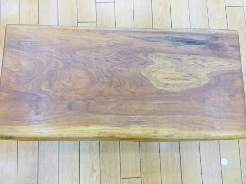 テーブルの天然木材