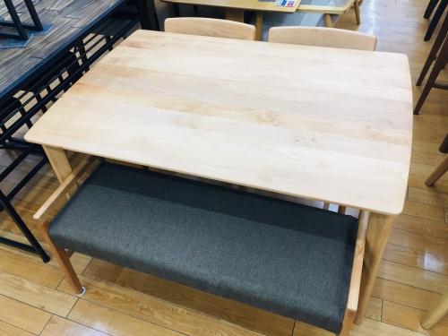 家具のNITORI(ニトリ)