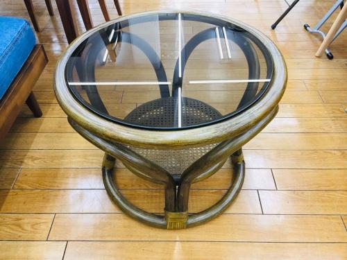 家具のラタンテーブル