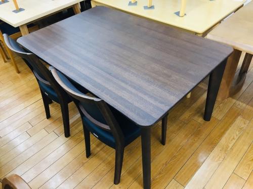家具のkarimoku(カリモク)