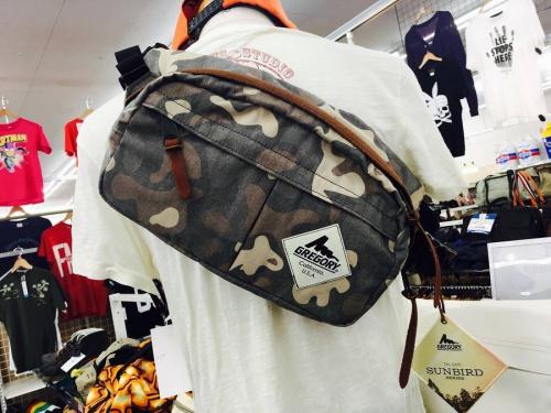 メンズファッションのショルダーバッグ