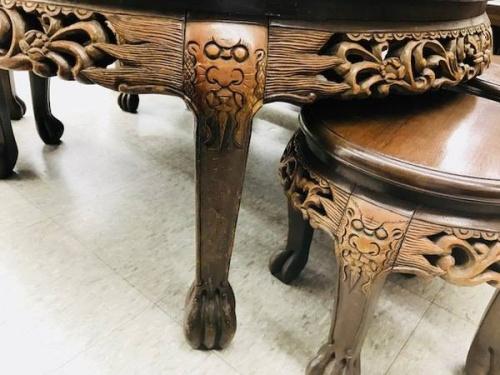 木彫り装飾の座卓