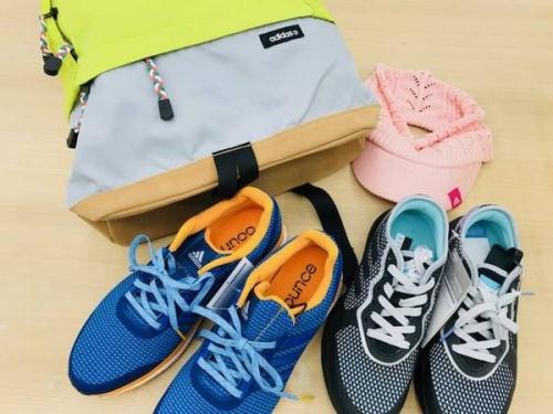 スポーツウェアのアディダス(adidas)