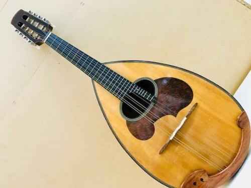 楽器のマンドリン