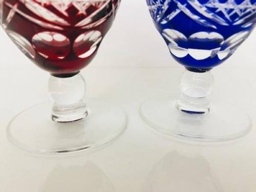 ワイングラスの玉足ワイン