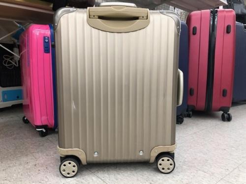 アタッシュケースのスーツケース