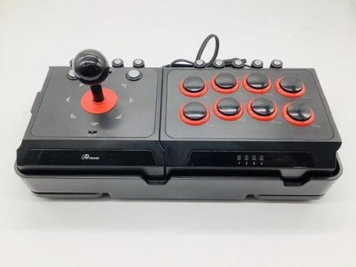 ゲームのアーケードコントローラー