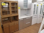 鶴瀬家具の食器棚
