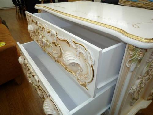 ロココ調の姫家具