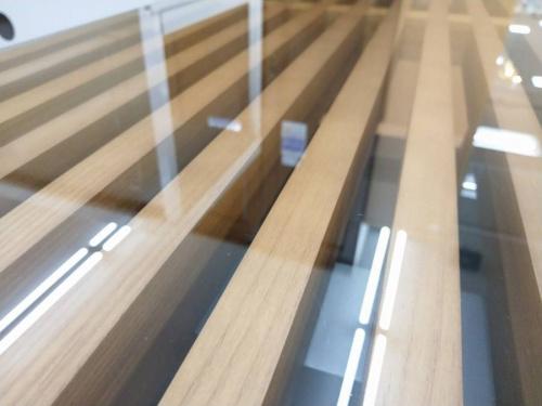 ネルソンベンチのテーブル
