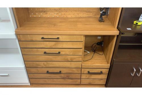 カップボード・食器棚の3枚扉カップボード