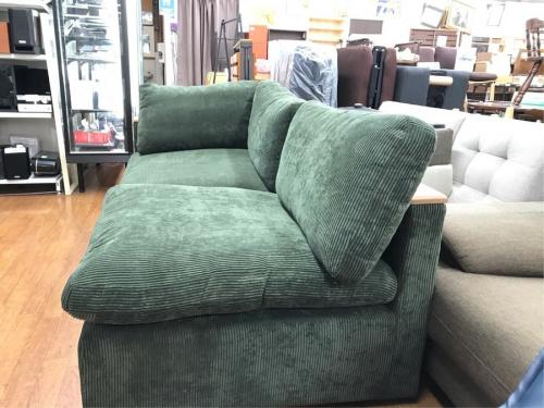2人掛けソファーの色はグリーン