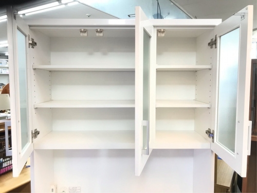 キッチンボードの食器棚収納