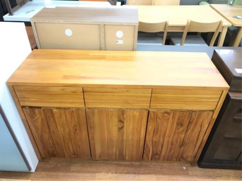 キッチン収納のキッチンローボード