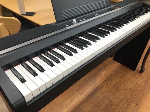 電子ピアノの KORG