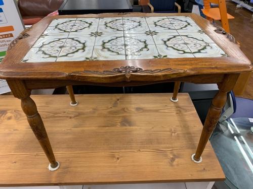 テーブルのアンティーク調