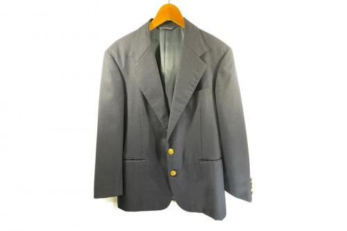 メンズファッションの金釦ジャケット