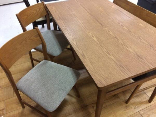 テーブルのサイドボード