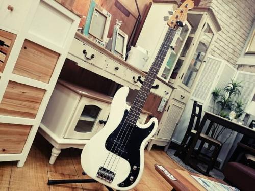楽器・ホビー雑貨のベース