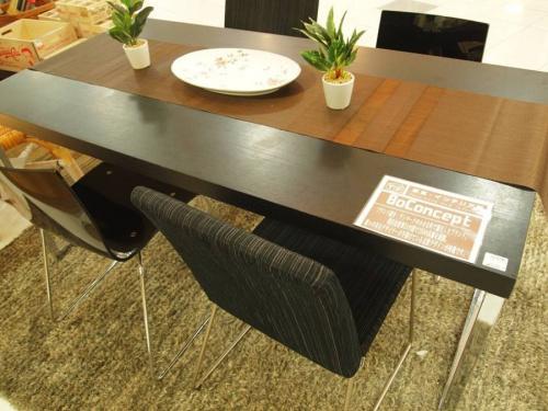 AVボードのセンターテーブル