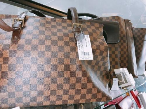 モノグラムの財布 バッグ