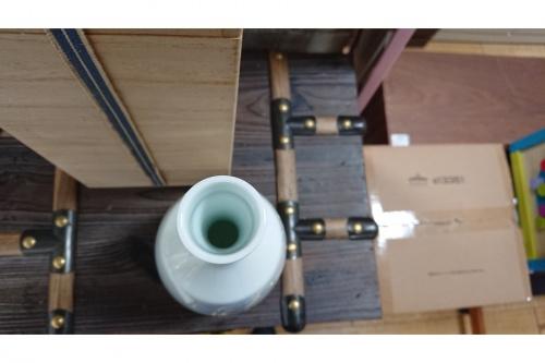 井上萬二の白磁竹彫文