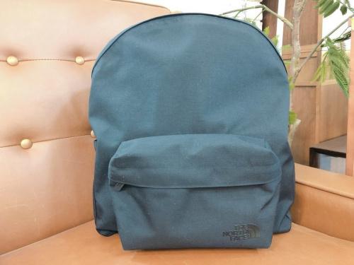 アウトドア用品のバッグ