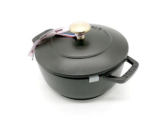鍋のストウブ