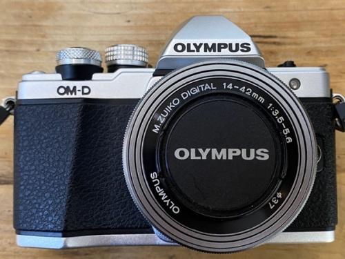 デジタルカメラのデジタル一眼レフカメラ ダブルゾームキット
