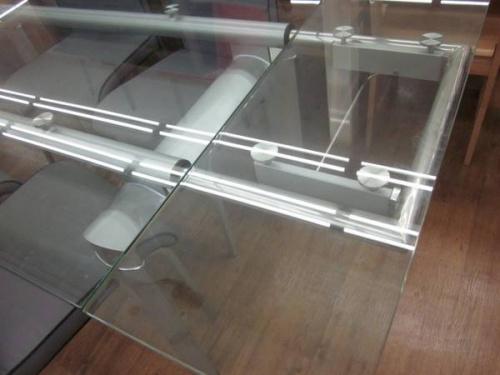 ダイニングセットのガラス