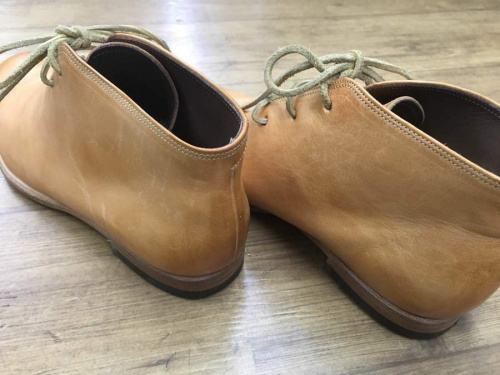 ブーツのチャッカブーツ