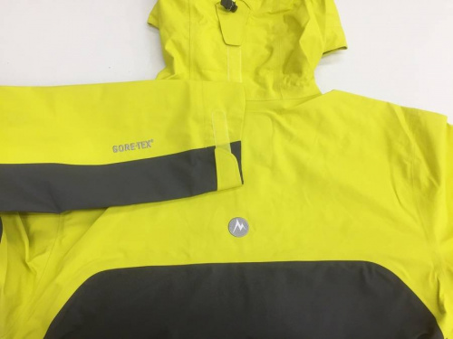 登山用品のジャケット