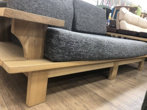 ソファの木製