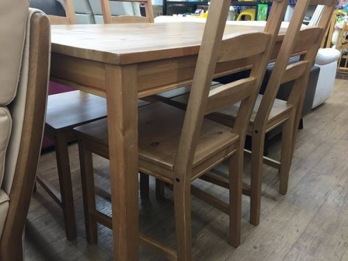 IKEAのダイニングテーブル