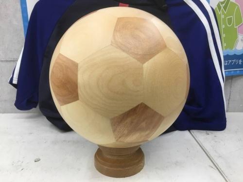 置物の木製サッカーボール