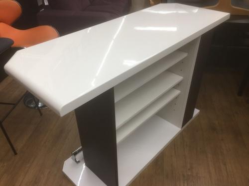 カウンターのカウンターテーブル