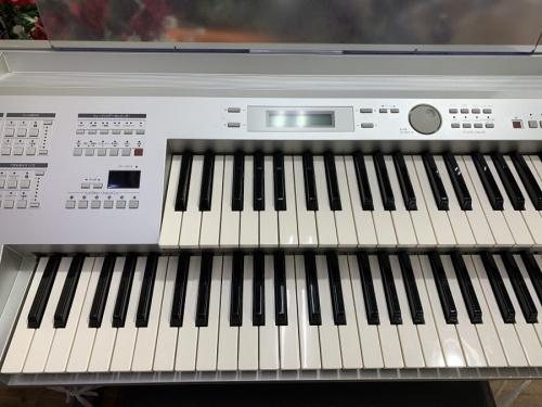 電子ピアノのエレクトーン
