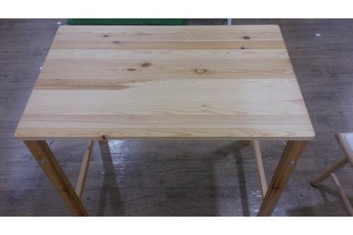 テーブルのイス